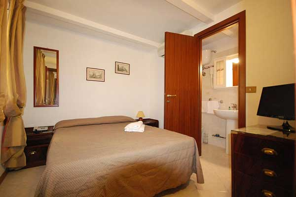 An example of a double room in Hotel Residence Vatican Suites. Make a direct reservation on our official web site