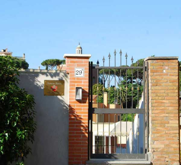 The second entrance of Hotel Residence Vatican Suites on Viale Vaticano.