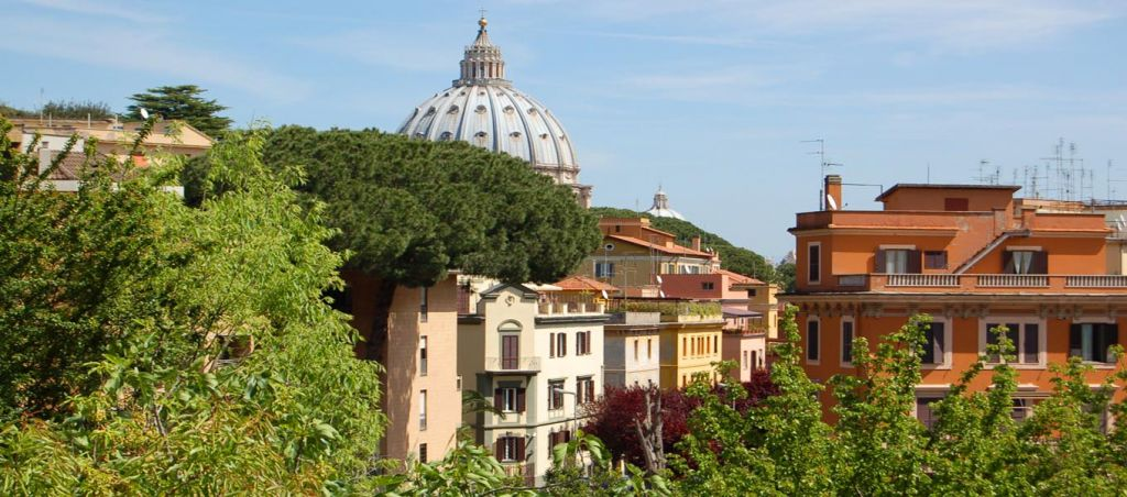 Residence near Vatican City with a view to Saint Peter Dome